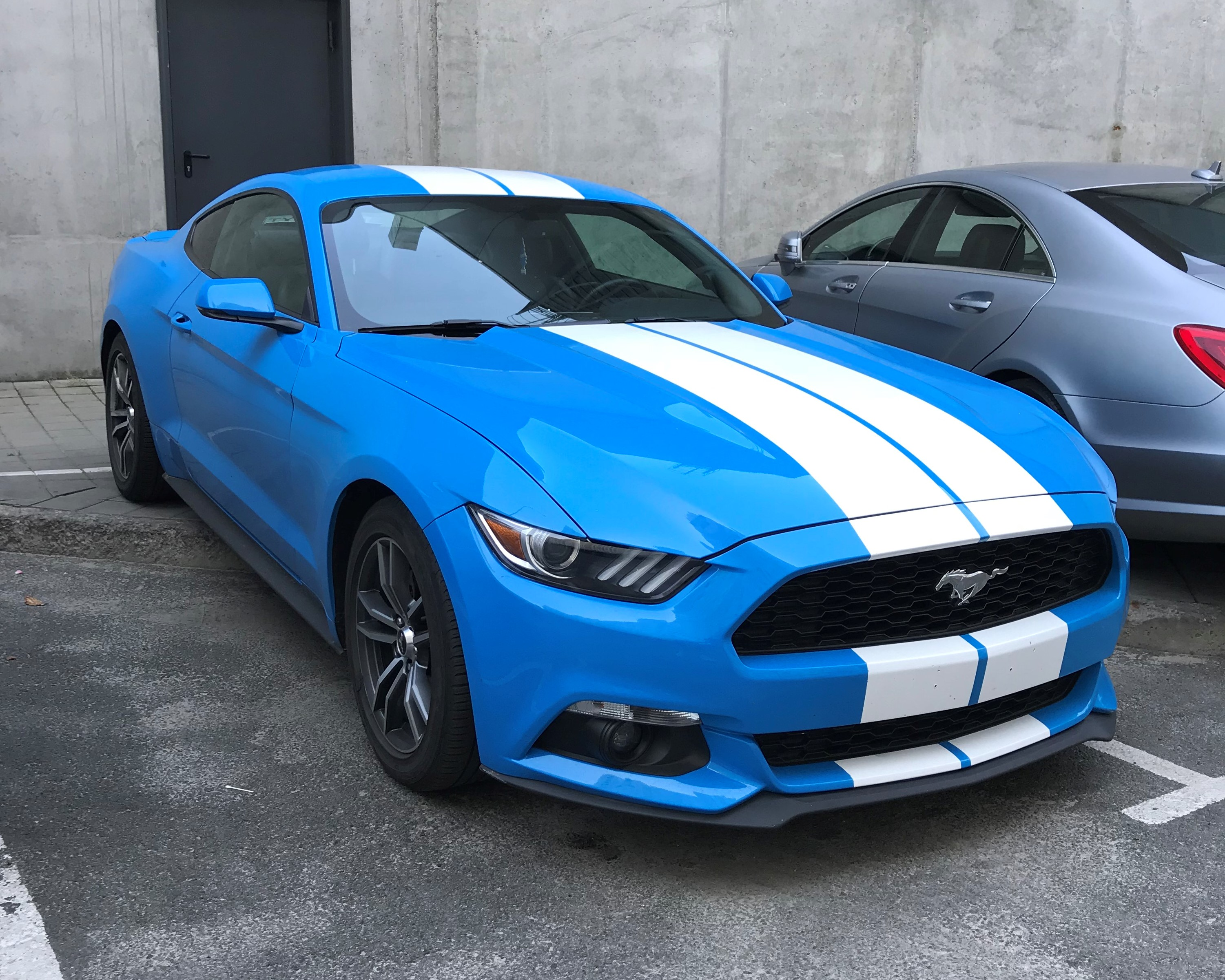 Аренда Ford Mustang blue